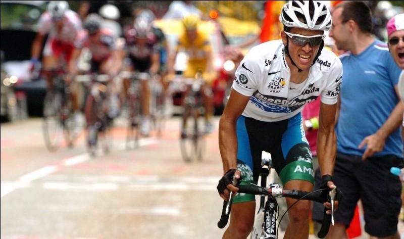 Deux fois vainqueur, en 2007 et en 2009, il ne devrait pas figurer ici car il a remporté un 3e tour, en 2010 avant d'être déclassé pour dopage. C'est ...
