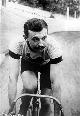 Vainqueur en 1907 puis en 1908, il a été le premier à remporter deux tours. il s'agit de ....