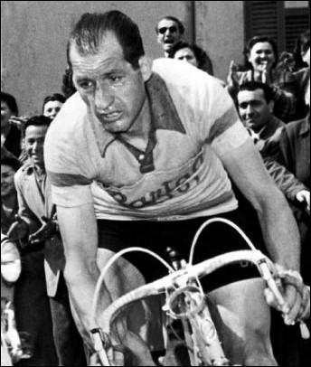 Il est le second Italien à s'imposer : il remporte deux Tours de France à dix ans d'intervalle, en 1938 et 1948, une performance jamais égalée. C'est ...