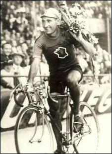 Ce coureur belge est, en 1939, le dernier vainqueur avant le déclenchement de la guerre. C'est sa deuxième victoire après celle de 1936. Il s'agit de ...