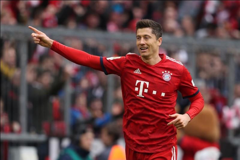 Quel footballeur a marqué 5 buts en 9 minutes ?