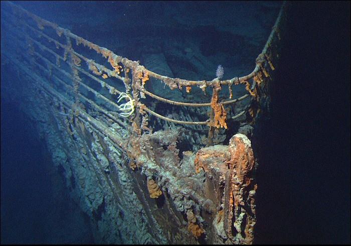 Année de naufrage 1912, ce navire a été retrouvé en 1985 par Robert Ballard dans le cadre d'une mission secrète financée par la marine américaine où il devait localiser 2 sous-marins nucléaires perdus en mer. Quelle est cette épave et ce lieu, tristement célèbre au point où les submersibles qui explorent l'épave pour la piller font plus de dégâts que les courants marins ?