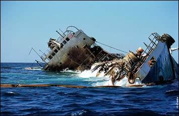 Ce pétrolier long de 68,00 m, daté de 1971, contenait 900 t. de fioul : en 2001, un capitaine non qualifié pour un navire de cette taille, a négligé de vérifier les changements dans le balisage des approches du port. Plus de 570.000 litres de fioul se sont échappés. Le pire a été évité grâce à l'aide internationale et celle des pêcheurs.Trouvez le nom de ce navire et de cet endroit à préserver :