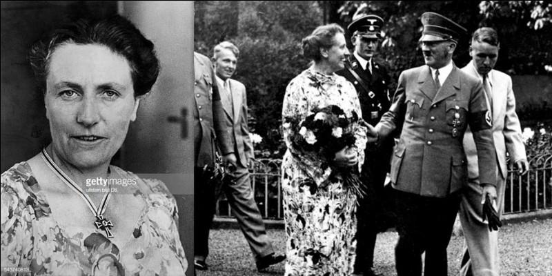 Née Britannique, cette femme ne semble pas avoir été une maîtresse d'Hitler. Il est sûr qu'elle était une amie intime du dictateur. Elle lui fournira le papier qui lui servit à écrire « Mein Kampf » lorsqu'il est incarcéré. Elle sera sa traductrice pour la négociation de traités avec l'Angleterre. Elle connaît bien le monde de la musique classique et surtout d'un musicien allemand.Qui est cette femme ?