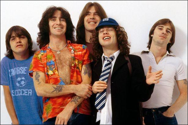 AC/DC chantait ''Touch Too Much''. Dans quel sport n'y a-t-il de touche ?