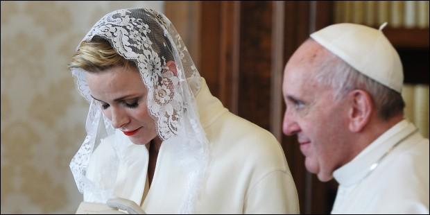 Combien de femmes dans le monde actuellement sont autorisées à porter du blanc lors d'une rencontre avec le pape ?