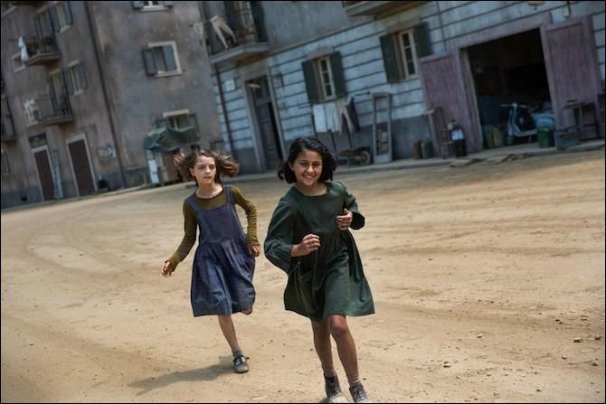 """Dans quelle ville italienne vivent les deux amies de la série """"L'amie prodigieuse"""" d'Elena Ferrante ?"""