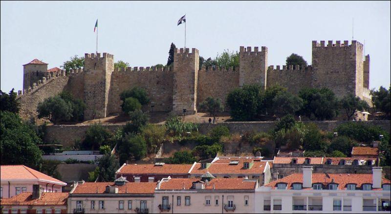 Dans quel pays peut-on voir le château Saint-Georges ?