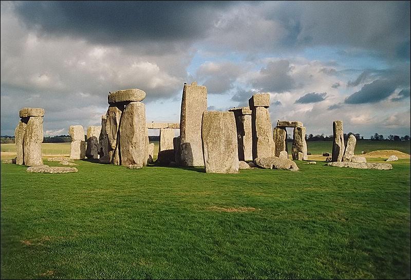 Dans quel pays peut-on voir Stonehenge ?