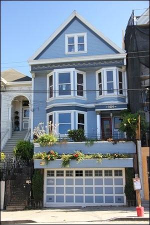 """Dans la chanson de Maxime Leforestier """"San Francisco"""", comment entre-t-on dans """"la maison bleue"""" ?"""