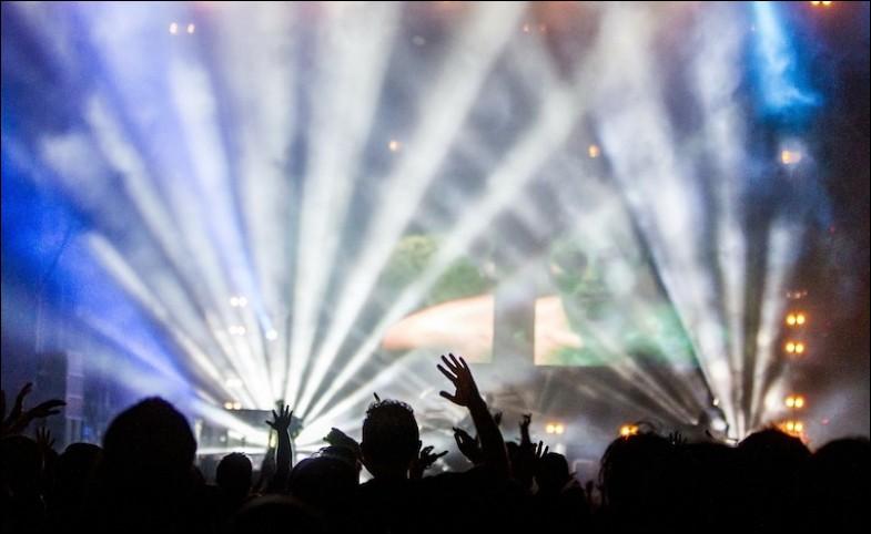 Lequel ou laquelle de ces artistes bat les records des billets d'entrée les plus chers pour ses concerts, avec une moyenne de 350 € la place) ?