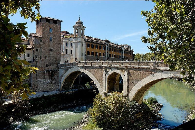 Dans quelle ville, le pont Fabricius (62 avant J.C.) est-il sis ?