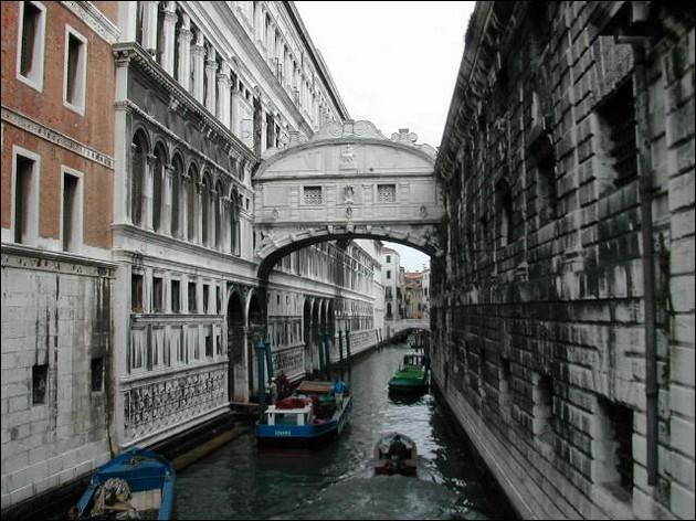 Dans quelle ville, le pont des Soupirs (1600) est-il sis ?