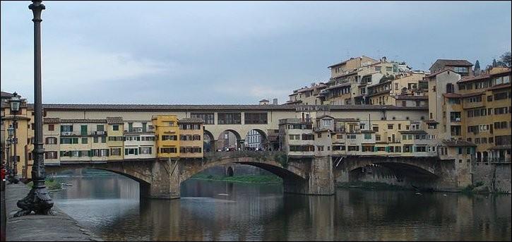Dans quelle ville, le Ponte Vecchio (1345) est-il sis ?