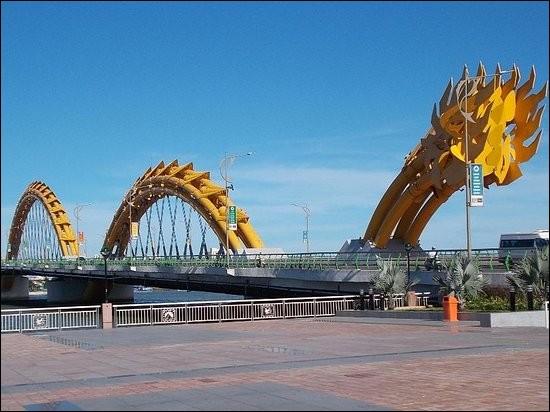 Dans quelle ville du Vietnam, le pont du Dragon (2013) est-il sis ?
