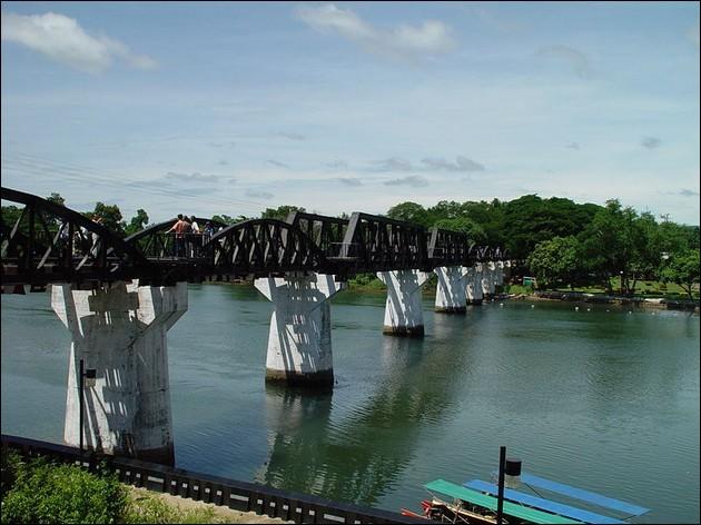 Dans quelle ville de Thaïlande, le pont de la rivière Kwai (1943) est-il sis ?