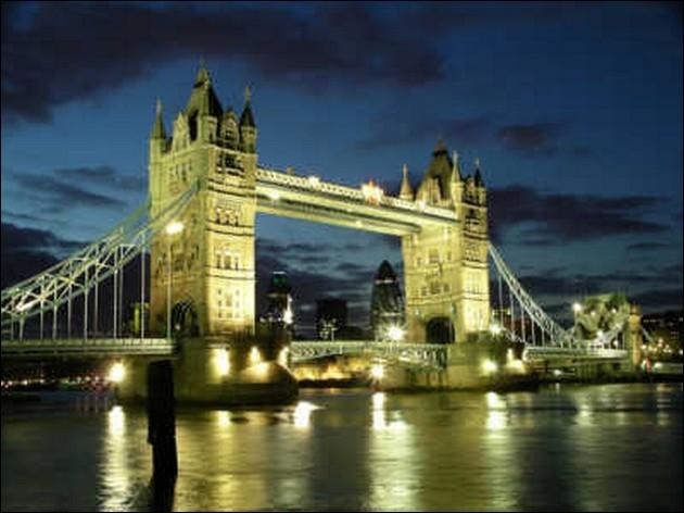 Dans quelle ville, le Tower Bridge (1894) est-il sis ?