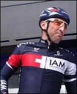 Cycliste français ; il a participé 13 fois au Tour de France et il a porté le maillot à pois en 2006 et en 2010 ; il a aussi remporté une étape du Giro en 2010.Il s'agit de Jérôme...