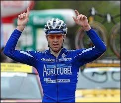 Coureur breton ; il a participé au Tour de France en 2008, 2009 et 2010 ; il a couru pour Agritubel, AG2R et Sojasun.Il s'appelle David...