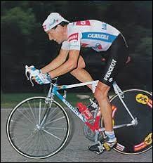 Cycliste irlandais ; en 1987, il a remporté le championnat du monde sur route, le Tour de France et le Giro.On ne présente plus Stephen...