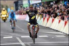 Cycliste français ; professionnel depuis 2006 ;il court pour l'équipe Total Direct Énergie ; il a participé 3 fois au Tour de France.Il s'appelle Jonathan...