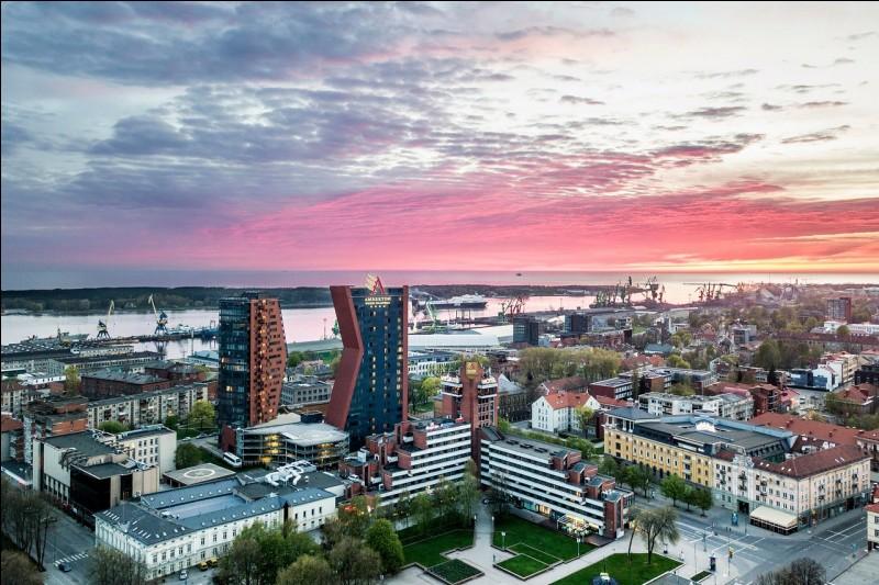 Quelle ville balte n'est pas capitale?