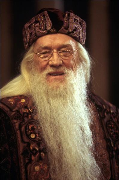 Quel acteur joue le professeur Dumbledore dans les deux premiers films ?