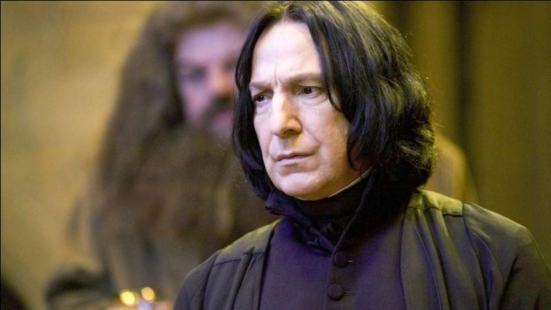 Quelle acteur a le rôle du professeur Rogue ?