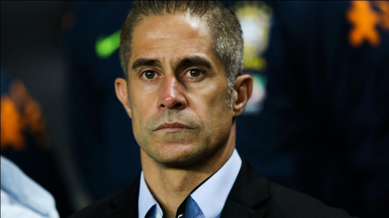 Comment s'appelle le nouveau coach de l'OL ?