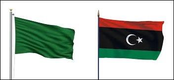 Lors de quelle décennie la Libye a-t-elle abandonné le drapeau vert de la Jamahiriya pour reprendre le drapeau du Royaume de Libye de 1951 ?
