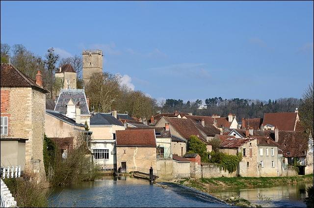 Dans quel département est située la ville de Montbard ?
