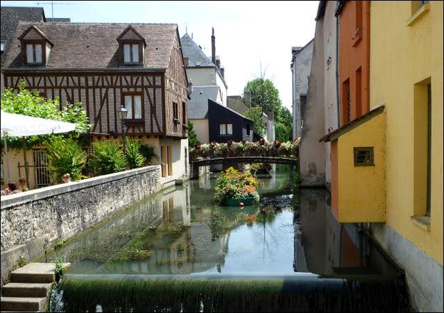 Dans quel département est située la ville de Montargis ?