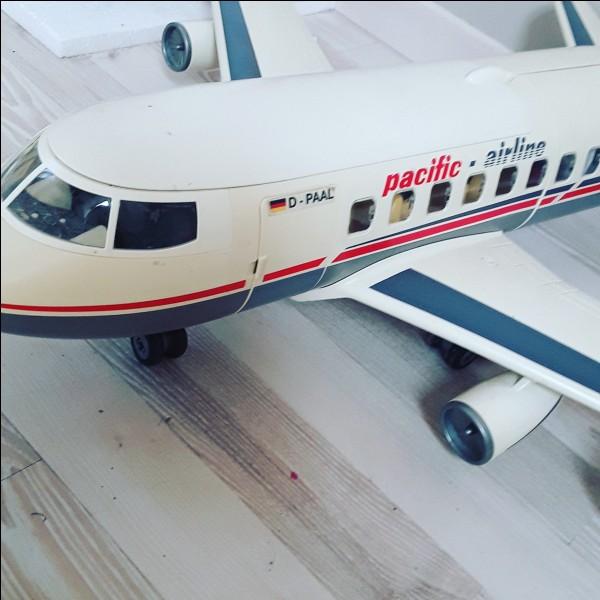 Quelle est la marque de ce jouet avion ?