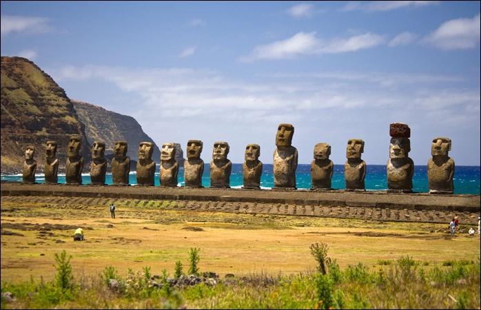 Voici les Moaï de Rapa Nui. Vous les admirerez à l'Île de Pâques :