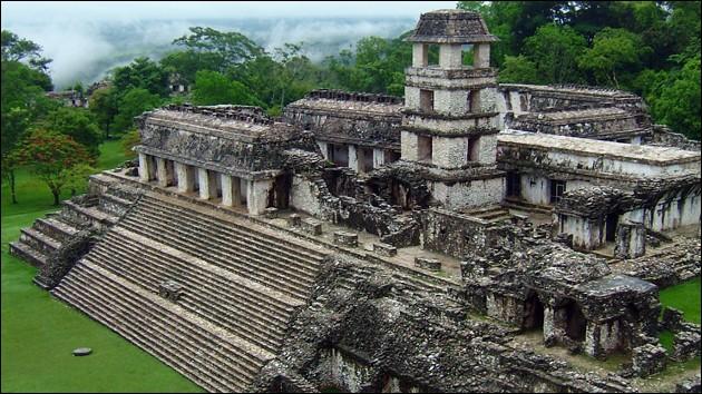 Entouré d'une jungle épaisse, voici le site mythique de Palenque, cité maya où l'on peut admirer le Palais, des souterrains, la tour d'observatoire, des maisons, des temples... Dans quel pays sommes-nous ?