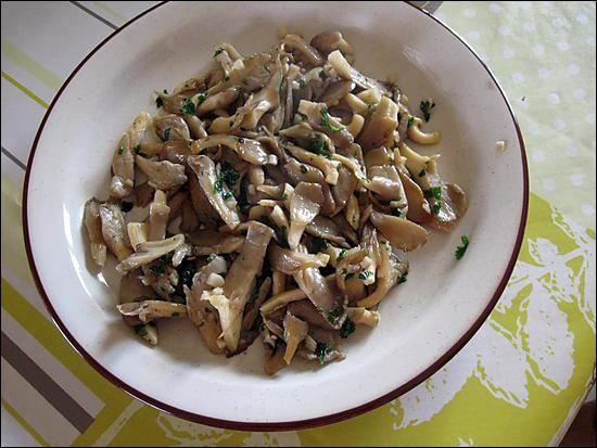 Saurez-vous trouver ces champignons sautés à l'ail et persil ?