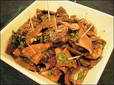 """Mais avant de manger, l'apéro oblige quelques """"tapas"""". Quels champignons marinés au vinaigre et à l'huile, allez-vous servir ?"""
