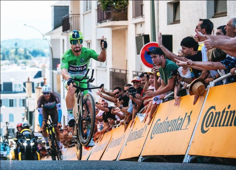 Le lendemain a lieu l'unique contre-la-monte individuel de ce Tour de France. Le tracé proposé est un parcours très esthétique et vallonné autour de la ville de Pau. L'étape fait des dégâts et les écarts sont conséquents. Quel leader s'en sort le mieux en remportant l'étape et en reprenant du temps sur tous ses adversaires ?