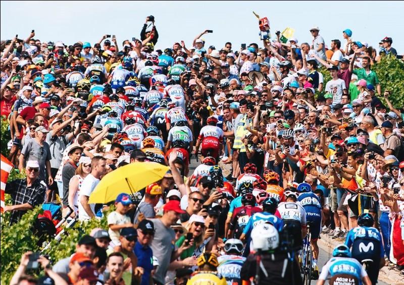 La troisième étape relie la ville de Binche et celle d'Épernay. Avec un final vallonné, elle est destinée aux puncheurs. Quel coureur profite de ce terrain pour faire un fabuleux coup double avec la victoire d'étape et le maillot jaune ?