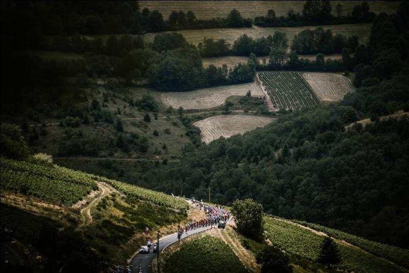 Quel coureur est le maillot jaune à l'issue de cette sixième étape à la Planche des Belles Filles ?