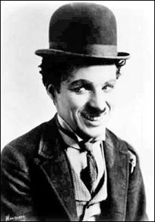 Son petit chapeau melon a accompagné la carrière de ce géant du cinéma :