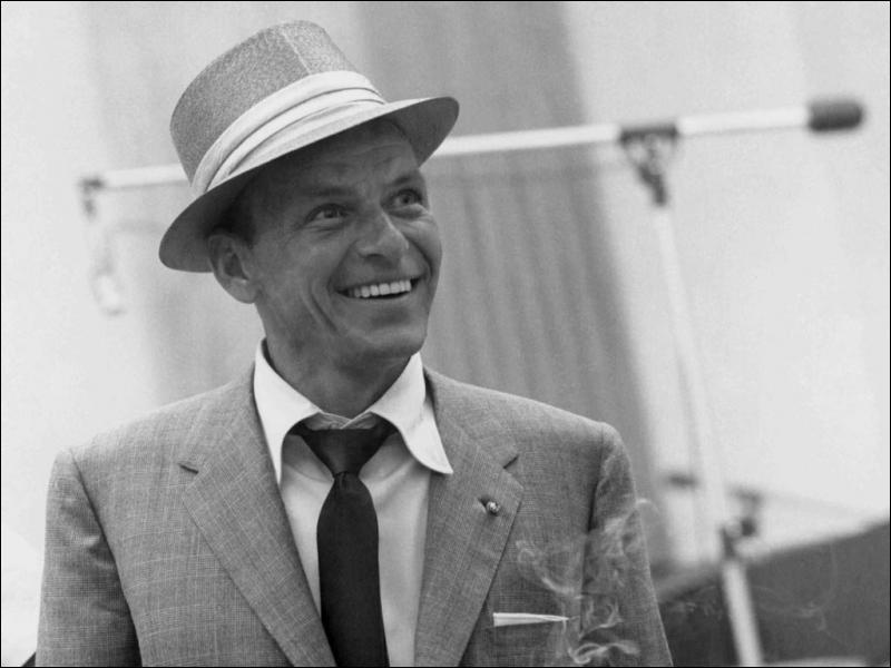 Le plus célèbre des crooners ne se départait pas de son chapeau Panama :