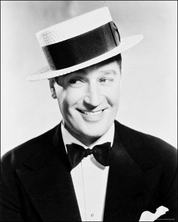 Il a chanté Le twist du Canotier, un chapeau qu'il portait très souvent :