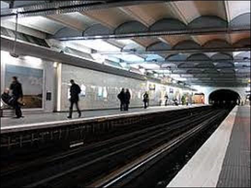 ''Champs-Élysées - Clemenceau'' est une station des lignes 1 et 13. Ouverte le 19 juillet 1900, elle portait au départ que le premier nom, il faudra attendre le 20 mai 1931, à la suite de la création de la place Clemenceau en surface, pour que ce dernier soit rajouté. De ces trois surnoms, lequel ne fut jamais attribué à cette homme politique ?