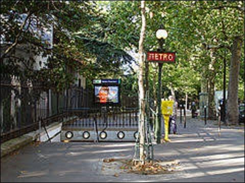''Buttes Chaumont'' est une station de la ligne 7 bis qui fut ouverte le 13 février 1912. Implantée en lisière méridionale du parc des Buttes-Chaumont, quel empereur ou roi créa ce parc qui est l'un des plus grands de la capitale avec près de 25 hectares d'espaces verts ?