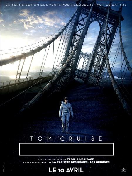 Tom Cruise est un rescapé expatrié sur Titan, l'une des lunes de Saturne, après une guerre qui a opposé les humains contre les extra-terrestres.C'est dans :