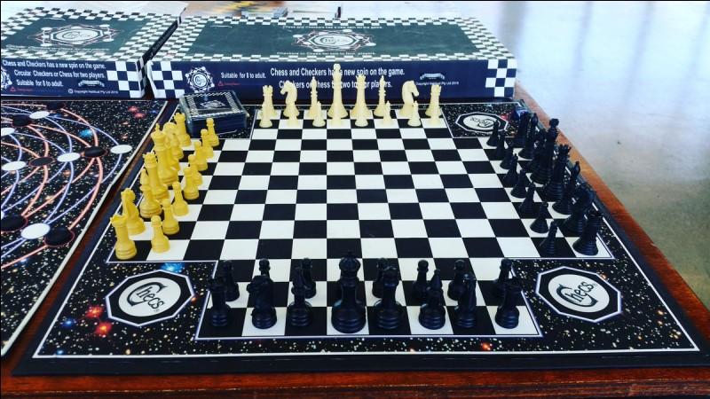 Combien de cases blanches un plateau d'échecs comporte-t-il ?