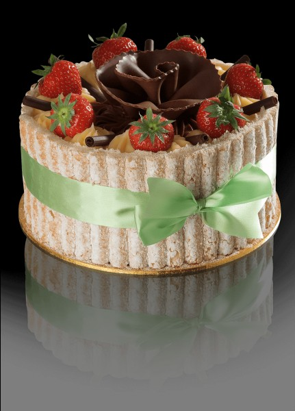 Quel prénom féminin est également un gâteau fait avec des biscuits à la cuillère ?