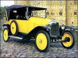 Comment s'appelle cette voiture qui fut la première de la marque à être commercialisé ?