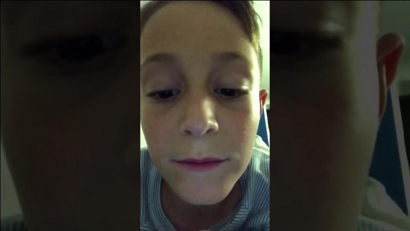 Quel est le nom de la chaîne youtube de son fils ?